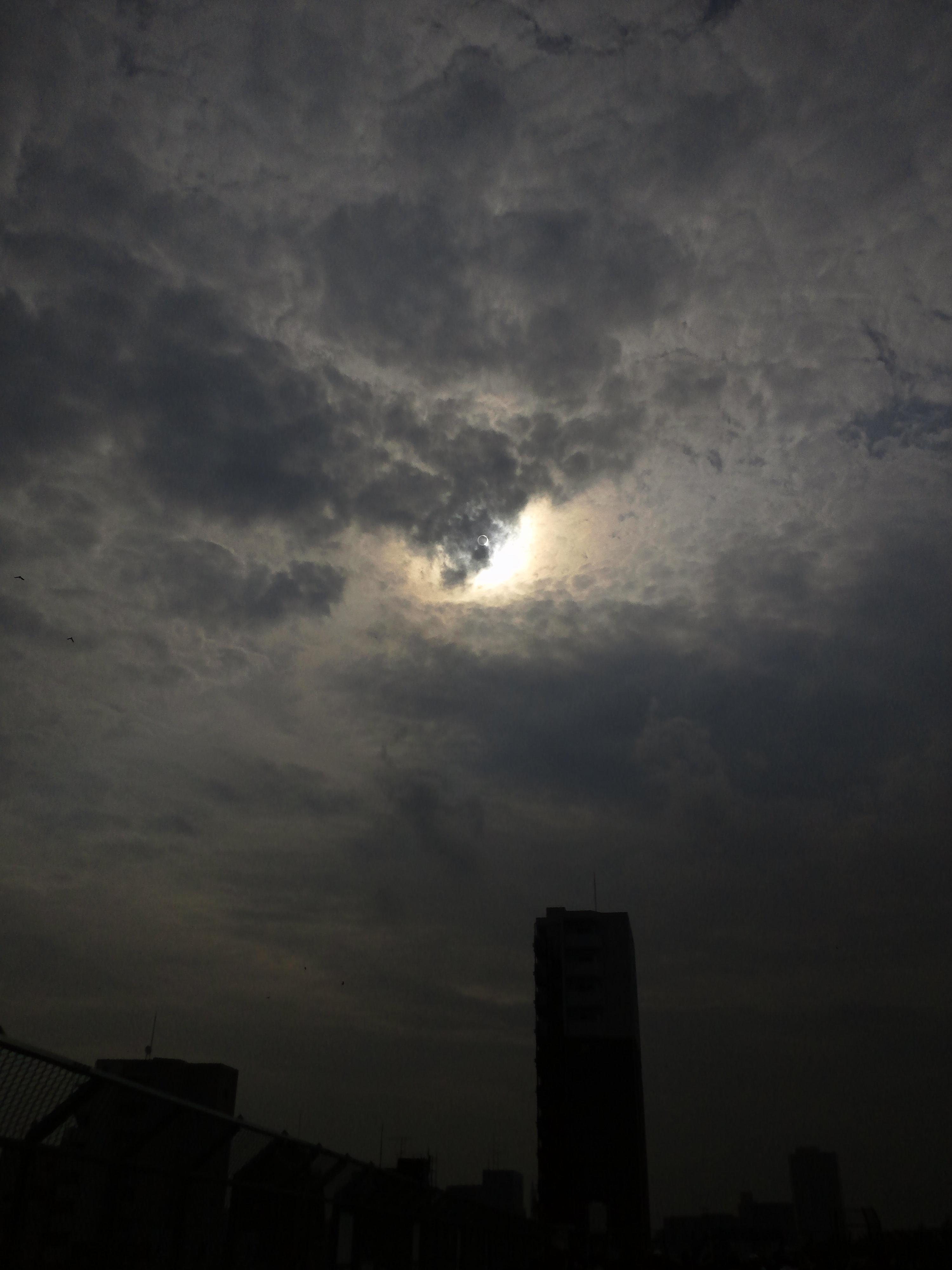 金環日食携帯で撮影